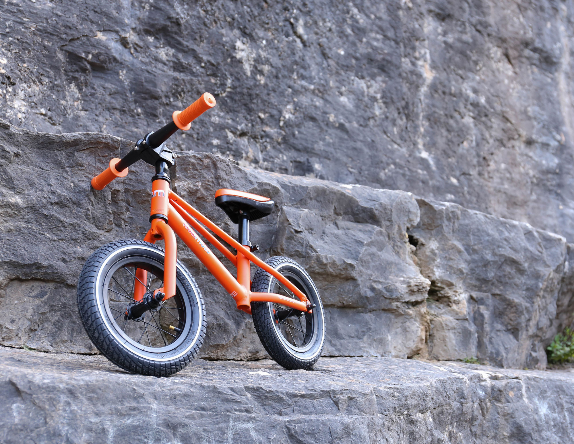 "kiddimoto Laufrad MT1 Mountainbike Design 12"" Luftbereifung orange Bild 3"