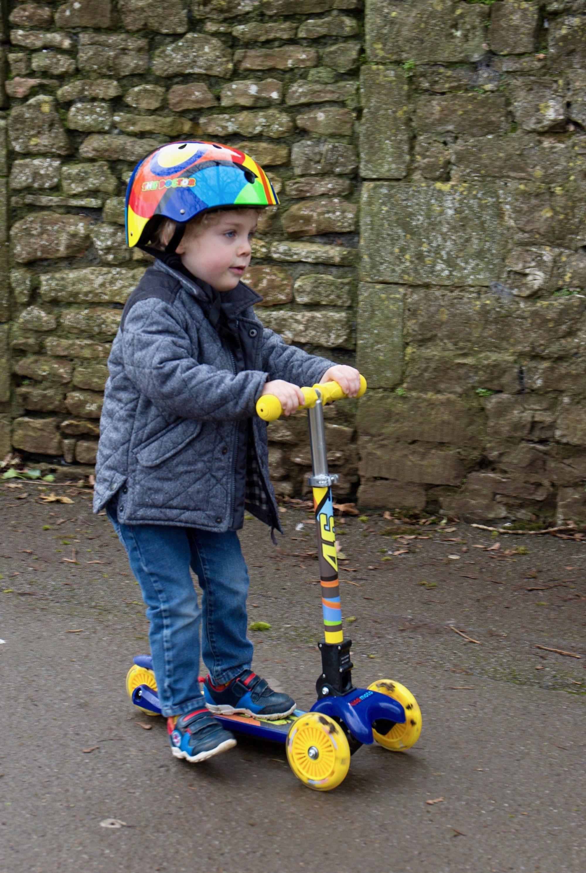 kiddimoto Scooter / Kinderroller U-Zoom Scooter LED Valentino Rossi Bild 4