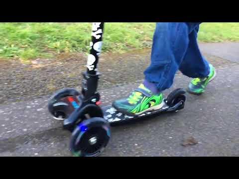 kiddimoto Scooter / Kinderroller U-Zoom Scooter LED Valentino Rossi Video Screenshot 2600